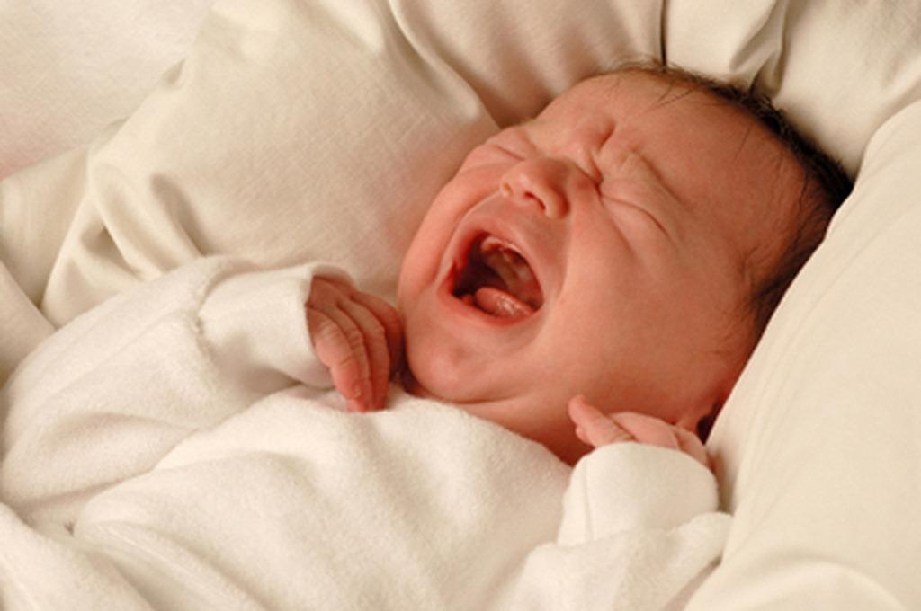 calm_a_crying_newborn_baby_to_sleep_at_night